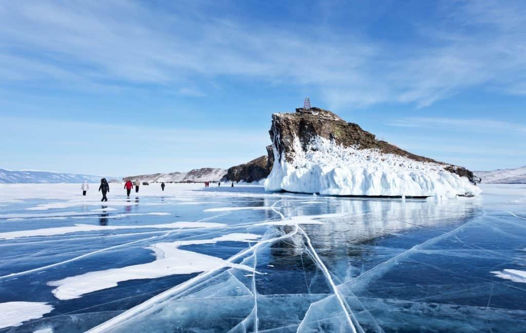 Wanderer am Baikalsee in Sibirien