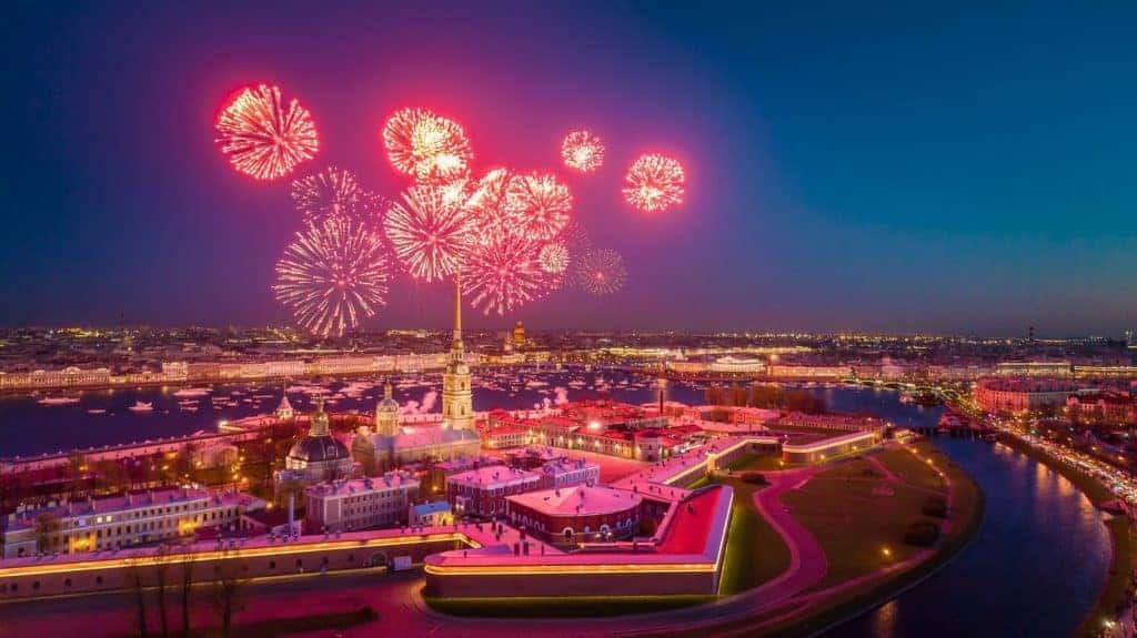 Sankt Petersburg: Fuerwerk über der Peter und Paulsfestung