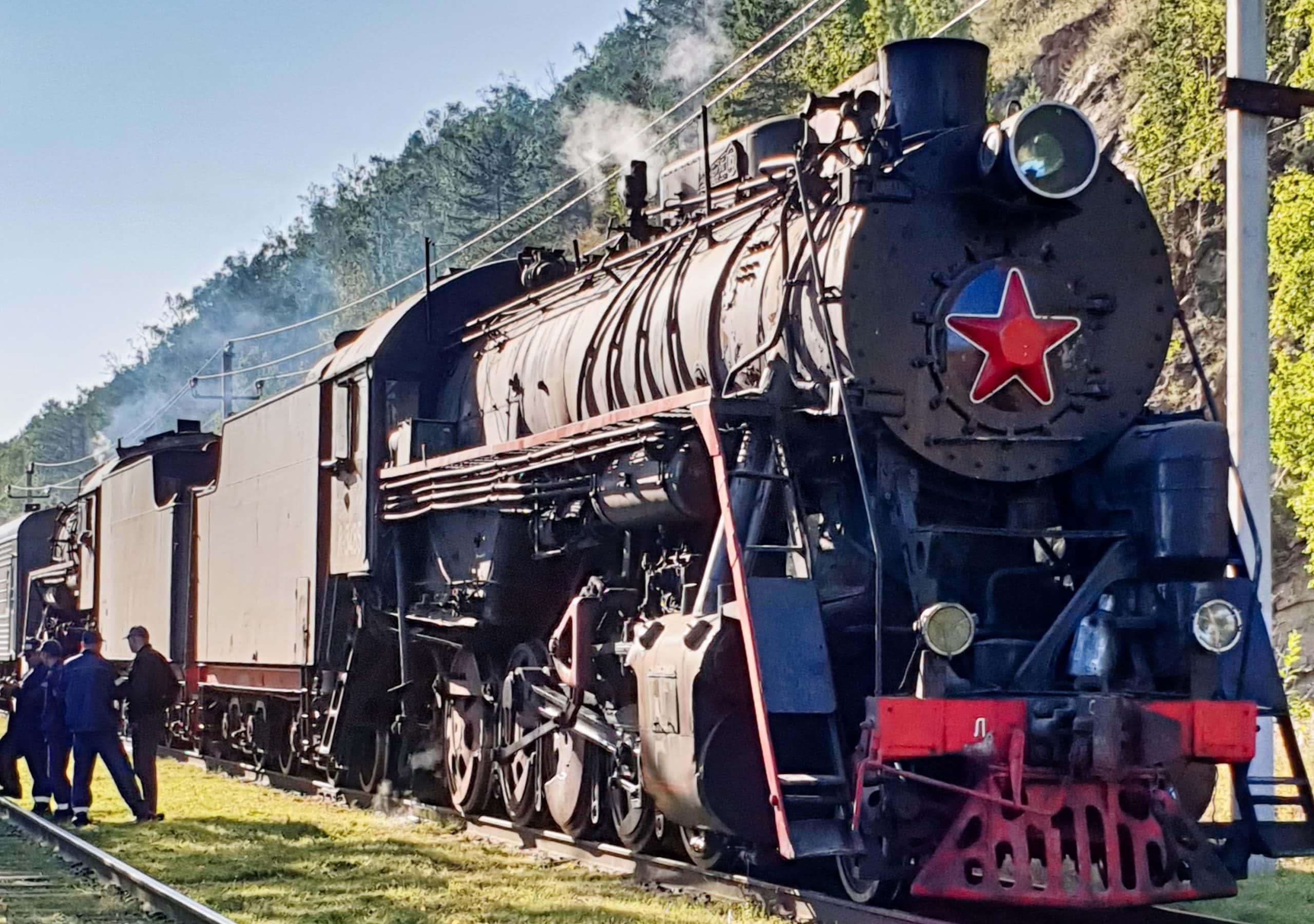 Die historische Baikalbahn, welche früher zur Transsibirischen Eisenbahn gehörte, wird heute nur noch für touristische Zwecke genutzt.